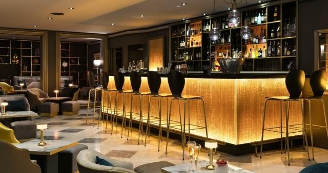 Baie de la baule Culture, Cafe Con Leche au Bar de l'Hôtel Barrière L'Hermitage