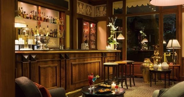 Baie de la baule Culture, Julie Erikssen au bar de l'Hôtel Barrière Le Royal